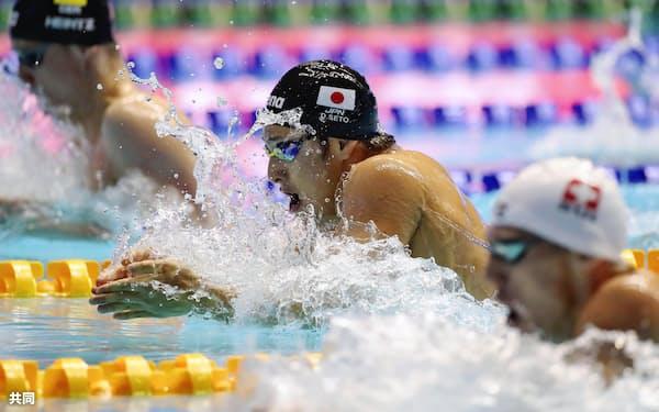 男子200メートル個人メドレー準決勝 瀬戸大也(中央)の平泳ぎ(24日、光州)=共同
