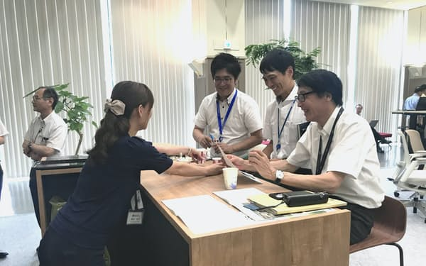 豊田合成は自由な雰囲気のオフィスづくりを進める(25日、愛知県稲沢市)