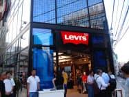 日本で初めてオーダーメードジーンズの製造サービスも開始した