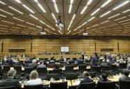 理事会では各国が死去した天野氏への哀悼を表明した(25日、ウィーン)=AP