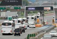 26日の実証実験は道路が混雑しやすい金曜日の交通への影響を見極める(24日午前、東京都八王子市)