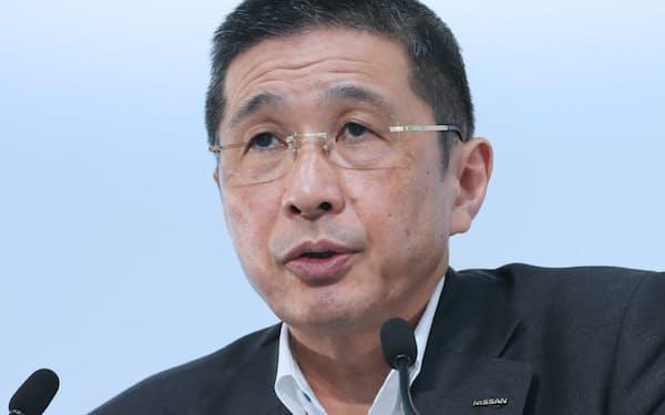 決算発表する日産自動車の西川社長兼CEO(25日、横浜市西区)