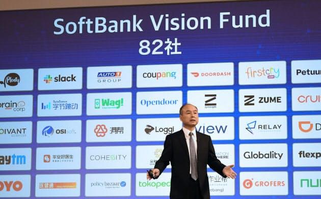 記者会見でビジョンファンドの投資先を説明する孫正義ソフトバンクG会長兼社長