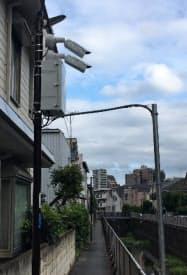 ネットワークカメラとセンサーを設置した街路灯(東京都杉並区)