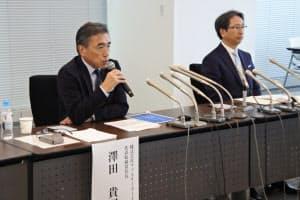 ファミリーマートの沢田貴司社長(左)