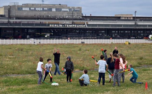 広大な広場は子どもたちにとって絶好の遊び場だ(ドイツ・ベルリン)