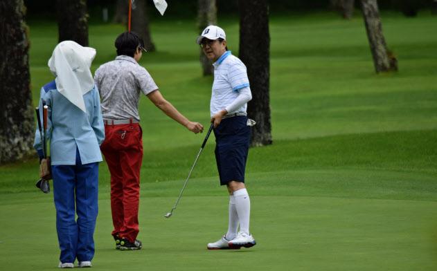 27日は「富士ゴルフコース」でプレー