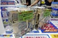 アニメイトの店頭に置かれた募金箱(27日、東京都内)=共同