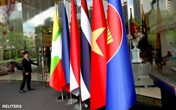 ASEANや主要国の外相は南シナ海問題や北朝鮮の非核化について議論する=ロイター