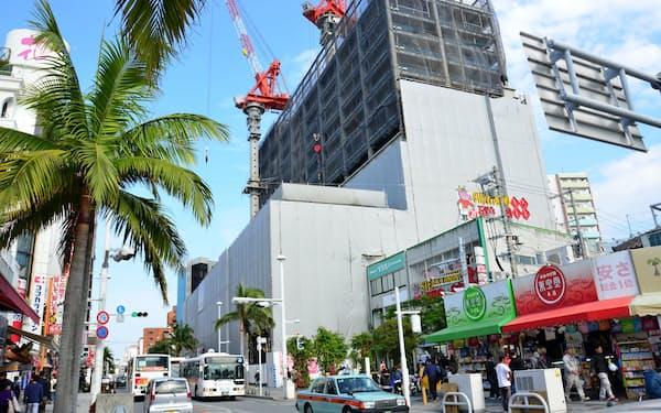 沖縄県ではホテルなどの建設が相次ぎ、建設作業員の不足が深刻化している(那覇市)