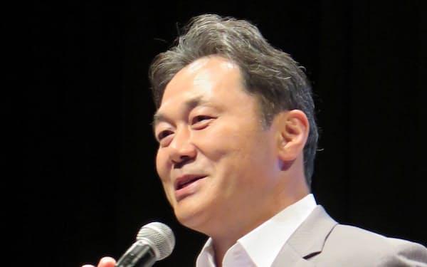 新リーグ構想を発表する日本ラグビー協会の清宮克幸副会長