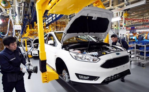 中国の自動車市場縮小が、外国メーカーに打撃を与えている=ロイター