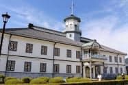 和洋織り交ぜた独創的な「擬洋風建築」で知られる旧開智学校校舎(6月、長野県松本市)=共同
