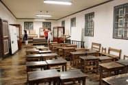 旧開智学校で職員室や校長室、教室としても利用された部屋(3日、長野県松本市)=共同