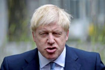 ジョンソン英首相などの欧州連合(EU)離脱に関する強硬的な発言がポンド売りを誘った=AP