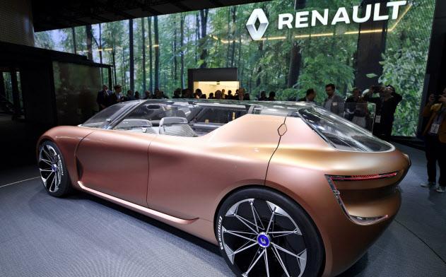 ルノーは17年の独自動車ショーでコンセプトカーを発表した=AP