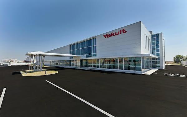 ミャンマーの工場が完成し、8月から「ヤクルト」の販売を始める