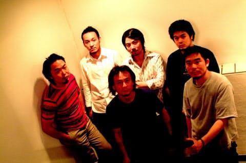 graf設立メンバーの6人(左端が服部さん、2000年ごろ)
