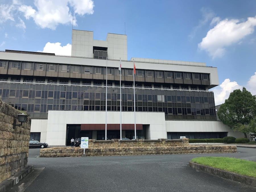奈良市役所 「耐震」で決着へ 知事の移転案退け: 日本経済新聞