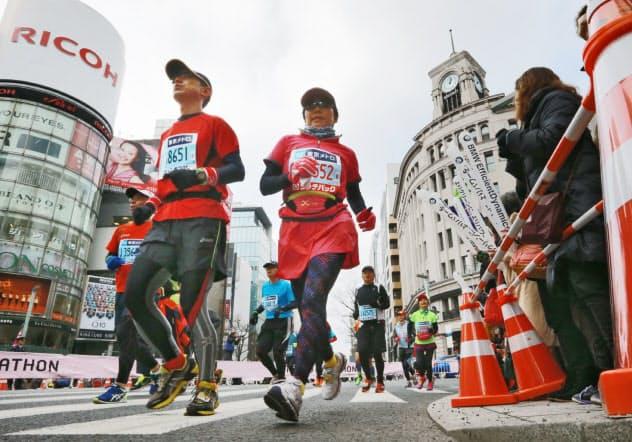東京五輪のマラソンコースは都内の名所を駆け巡る(写真は2014年2月の東京マラソン)