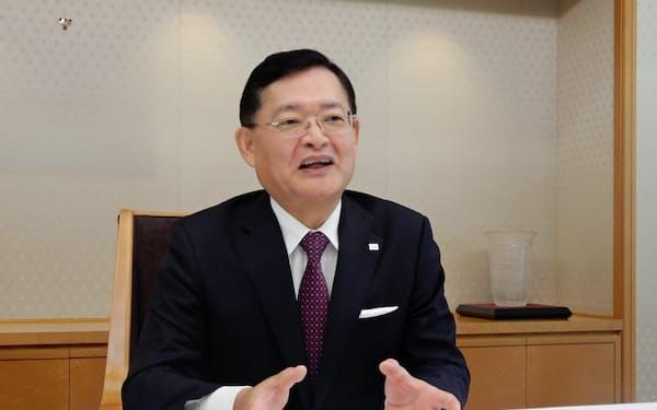 インタビューに応じる東芝の車谷会長兼CEO