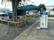 自転車をつり下げるサイクルラックを設けた(松本空港)