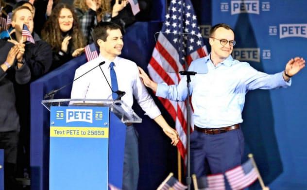 米民主党大統領候補のブティジェッジ氏(左)と夫のチェイスン氏=ロイター