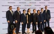 巨大複合施設「ワン・バンコク」の開発計画を公表したワン・バンコクのスー・リン・スーンCEO(左から3番目)ら(31日、バンコク)