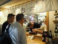 茨城県産日本酒の魅力をPRする(31日、水戸市)
