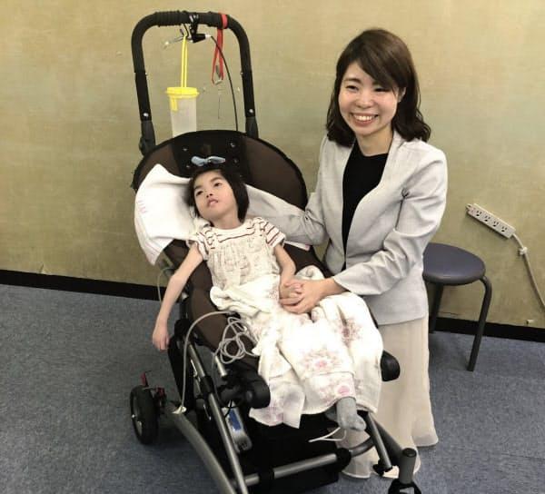 医療的ケア児はたんの吸引などの介護が必要で、保育園などでは受け入れが難しかった