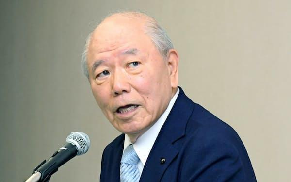 記者会見するアスクルの戸田社外取締役(7月23日、東京都中央区)