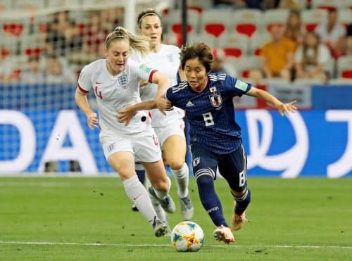 今年のサッカー女子W杯はフランスで開かれた(6月19日、ニースでのイングランド・日本戦)=ロイター
