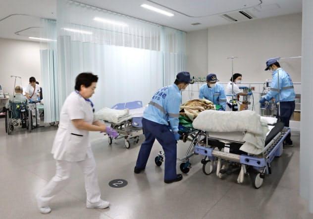 茨城県筑西・桜川両市の2公立病院と民間病院を再編統合して2018年10月に開院した茨城県西部メディカルセンター。24時間365日、地域の2次救急医療を担う。