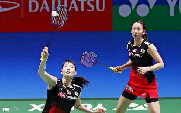 永原(右上)、松本組などによるバドミントン女子ダブルスの代表レースは日本の五輪史上最もハイレベルだ=共同