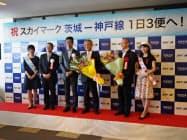茨城―神戸便は従来の朝晩に加え、昼の便が増える(1日、茨城県小美玉市)