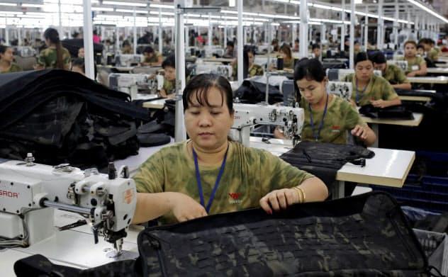 アジア各国の製造業は貿易摩擦の影響で生産が減少している=ロイター
