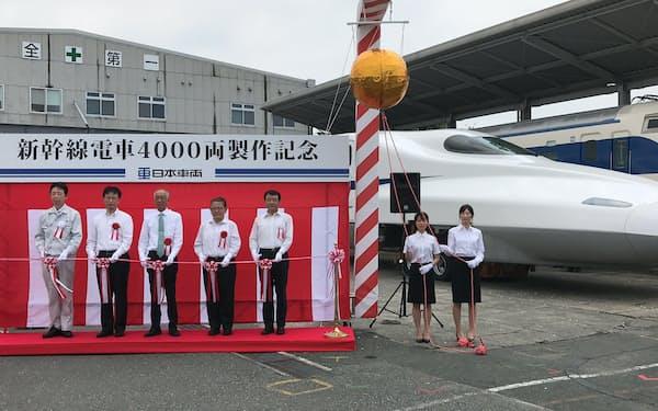4000両達成の記念式典を開いた(2日、愛知県豊川市)
