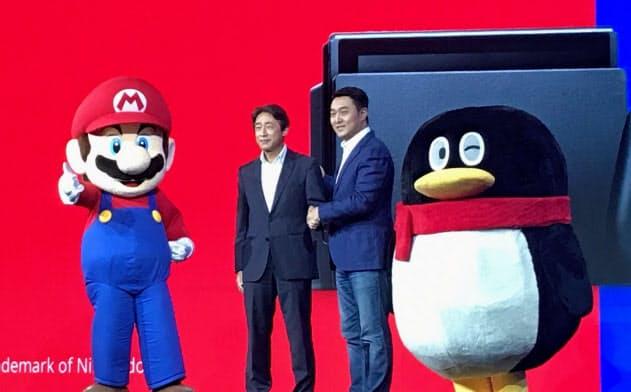 任天堂とテンセントは「スイッチ」の中国販売に関する会見を開いた(2日、上海市)