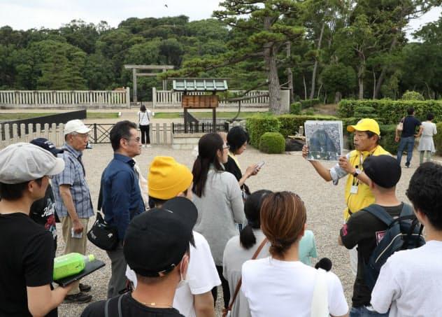 世界文化遺産登録で仁徳天皇陵の見学客は増えている(7月、堺市)