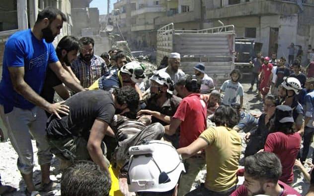 シリアのアサド政権軍は4月以降、北西部イドリブへの空爆を強めている=AP