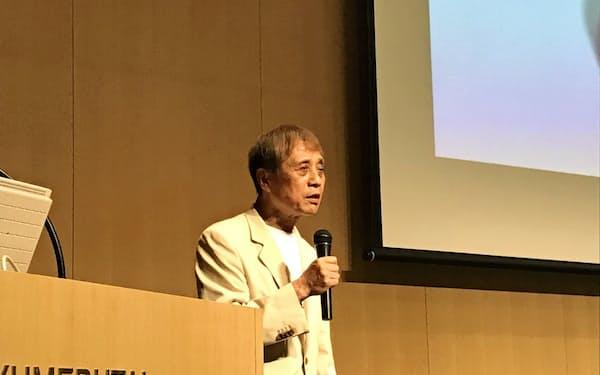 アジア太平洋フォーラム淡路会議のシンポジウムで講演する建築家の安藤忠雄氏(2日、兵庫県淡路市)