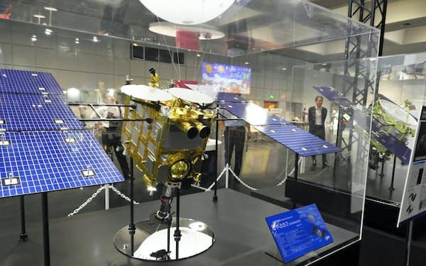 JAXAの協力を得て、「はやぶさ2」の模型なども展示する