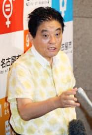 記者の質問に答える名古屋市の河村市長(2日、名古屋市役所)