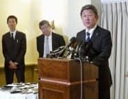 日米貿易交渉の初日協議終了後、記者会見する茂木経済再生相=1日、ワシントン(共同)