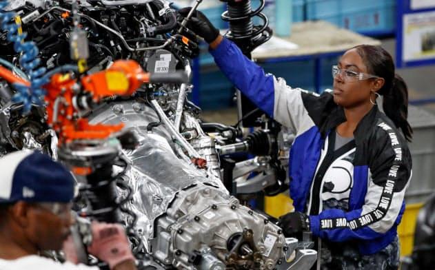 製造業の就業者の増加幅は大幅に鈍化した(米中西部シカゴのフォード工場)=ロイター