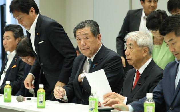 森山氏(中央)はハンセン病問題に関する超党派議員懇談会の会長も務める(7月24日、国会内)
