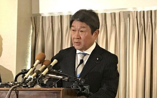 日米協議後に記者会見する茂木経財相(2日、ワシントン)
