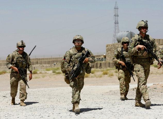 アフガニスタンに駐留する米軍の兵士ら=ロイター