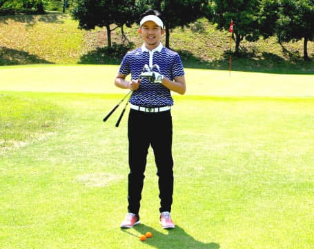 アプローチに悩むゴルファーに、吉本巧プロが振るだけでうまく打てる方法を伝授する