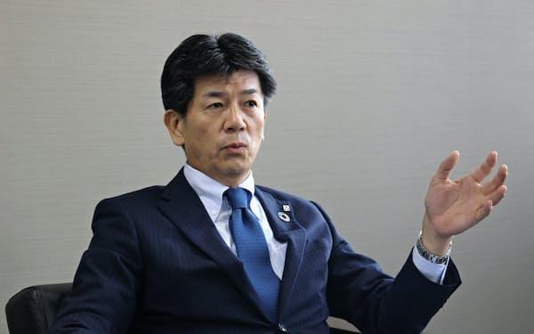 6月の就任後初めてインタビュー答える長堀和正頭取(5日、武蔵野銀行本店)